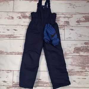 Blue snow suit and gloves boys size Medium 8/10